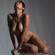 figure drawing pose Thea039